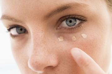 What are the skin benefits of a good foundation?